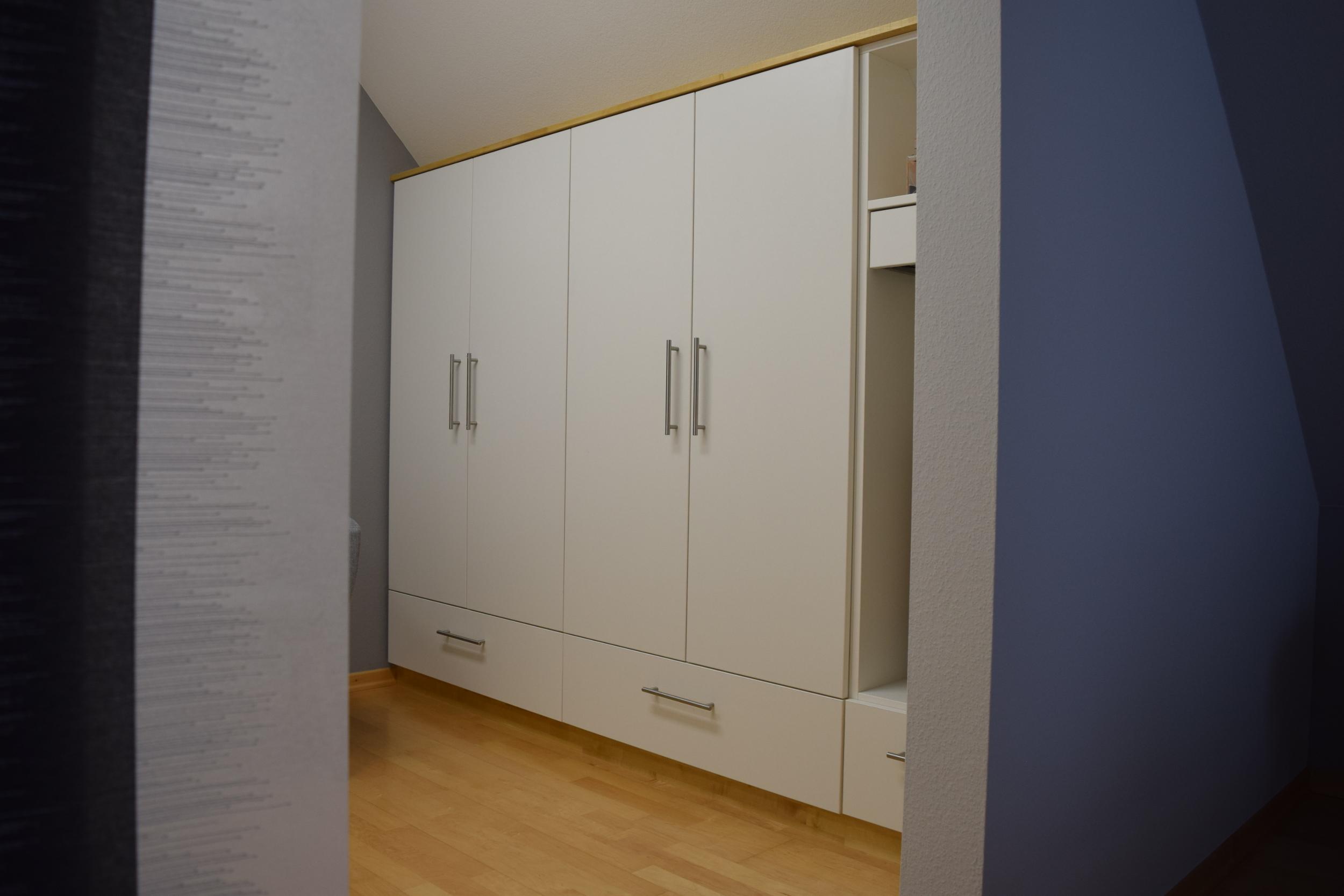 einbaukleiderschrank fuisting tischlerei soest. Black Bedroom Furniture Sets. Home Design Ideas