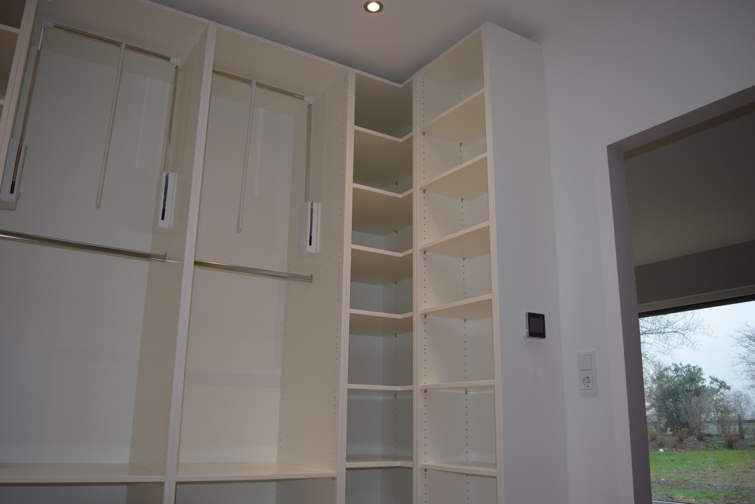 Ankleidezimmer mit Garderobenlift – Fuisting Tischlerei Soest